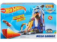 Mattel Hot Wheels City Mega Garage Play Set FTB68